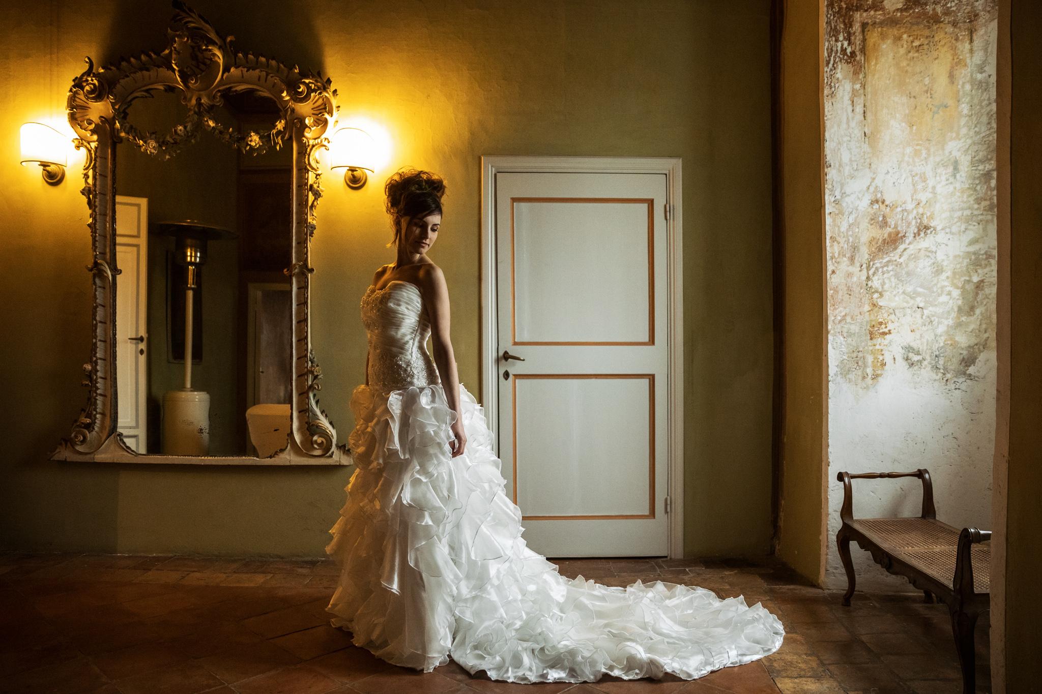the bride at the Ceri Castle in a picture by Fabio Schiazza