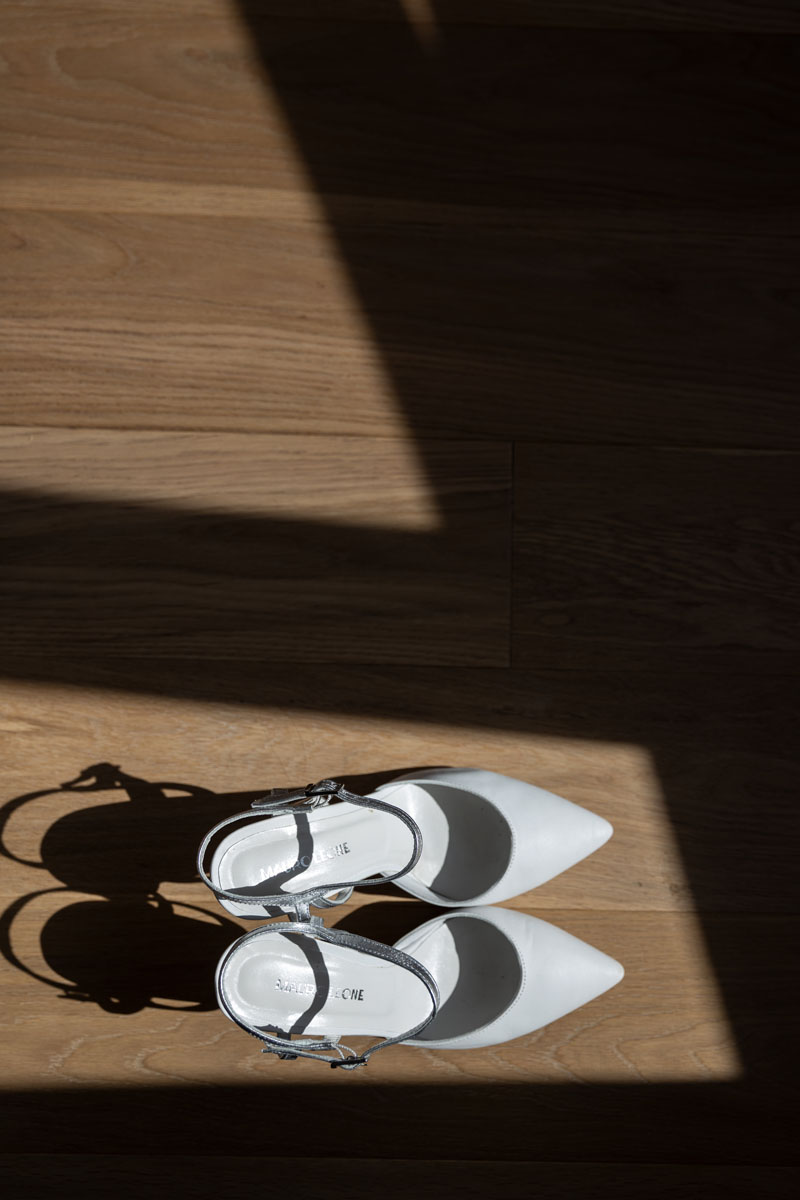 the bride's shoes in a pic by Fabio Schiazza
