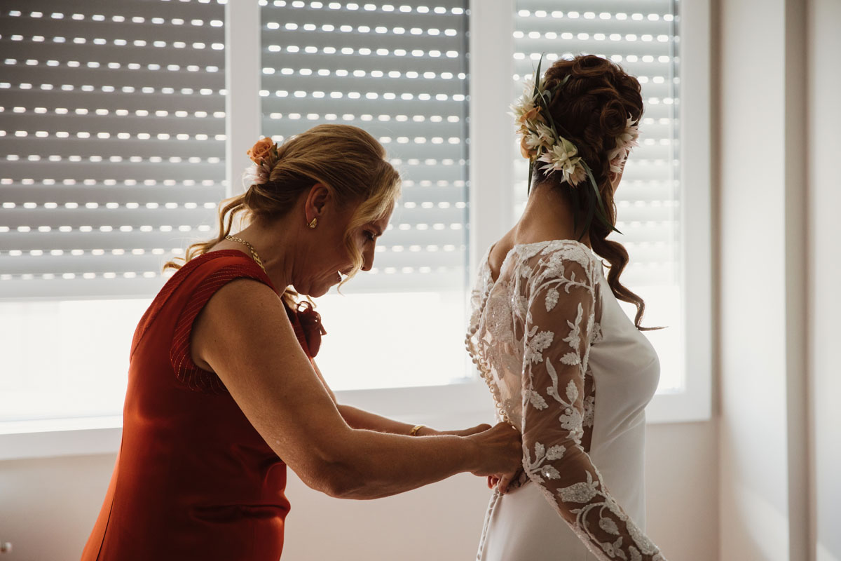 the bride and her mother in a pic by Fabio Schiazza