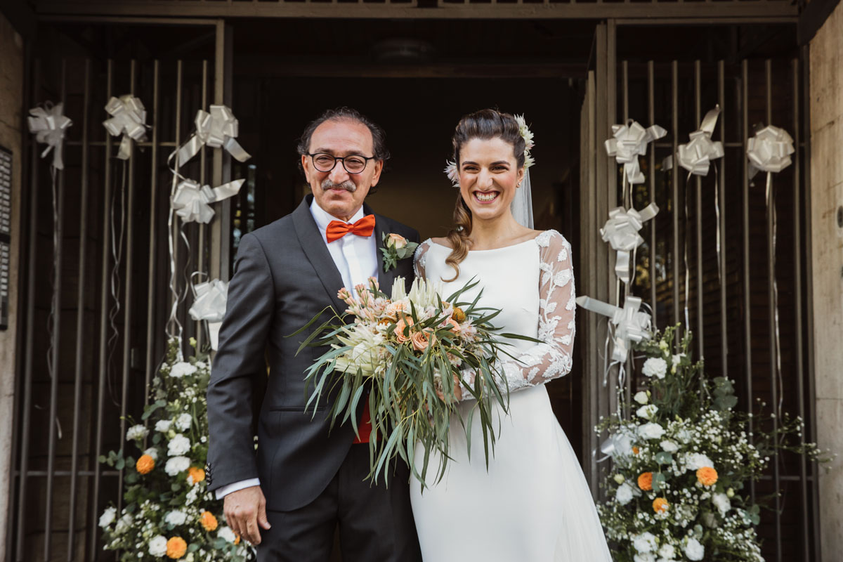 the bride and his father coming out from home in a pic by Fabio Schiazza