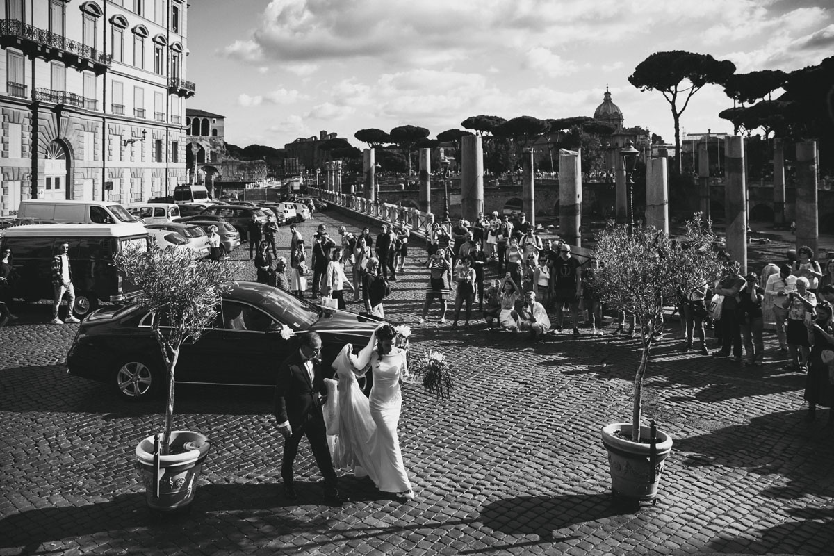 the bride and his father at roman forum in a pic by Fabio Schiazza
