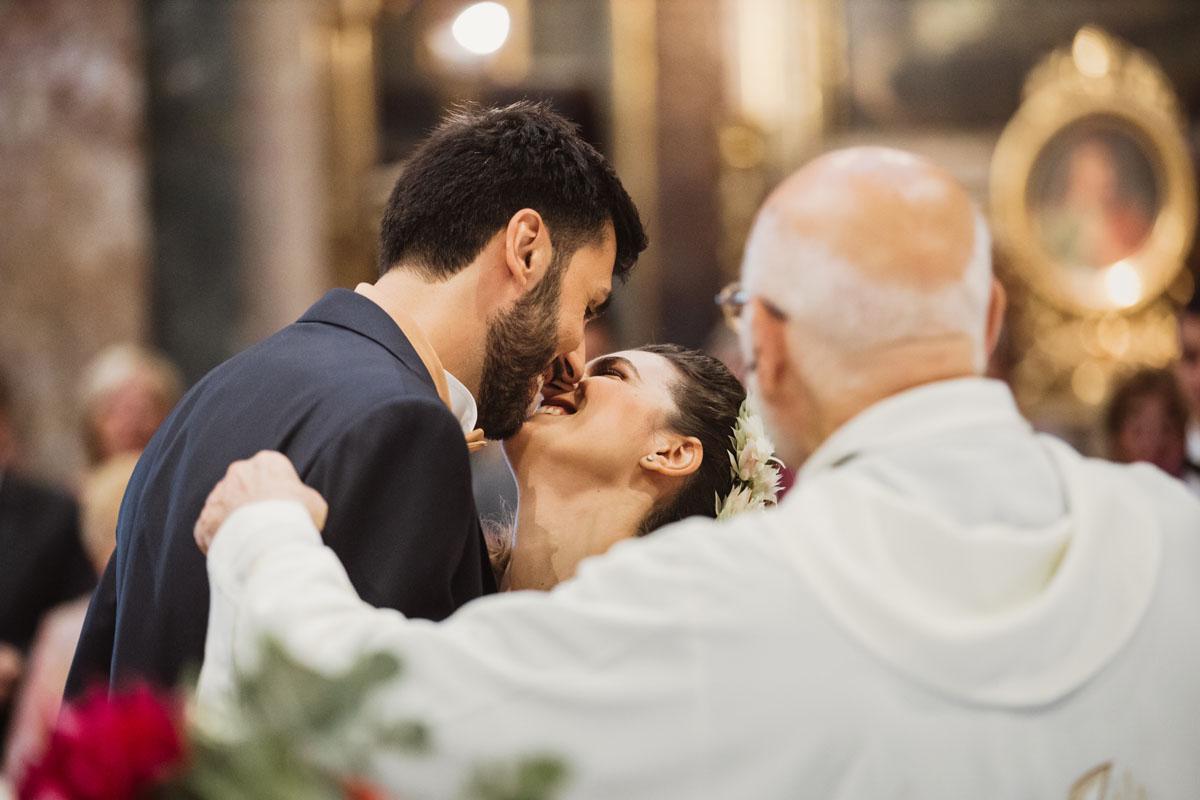 a kiss in a pic by Fabio Schiazza