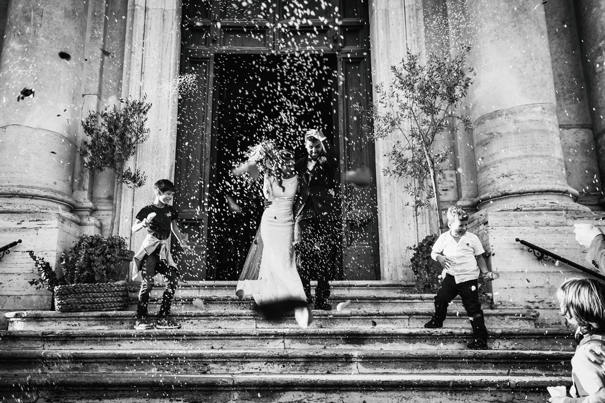 the throw of the rice out of the church in a pic by Fabio Schiazza