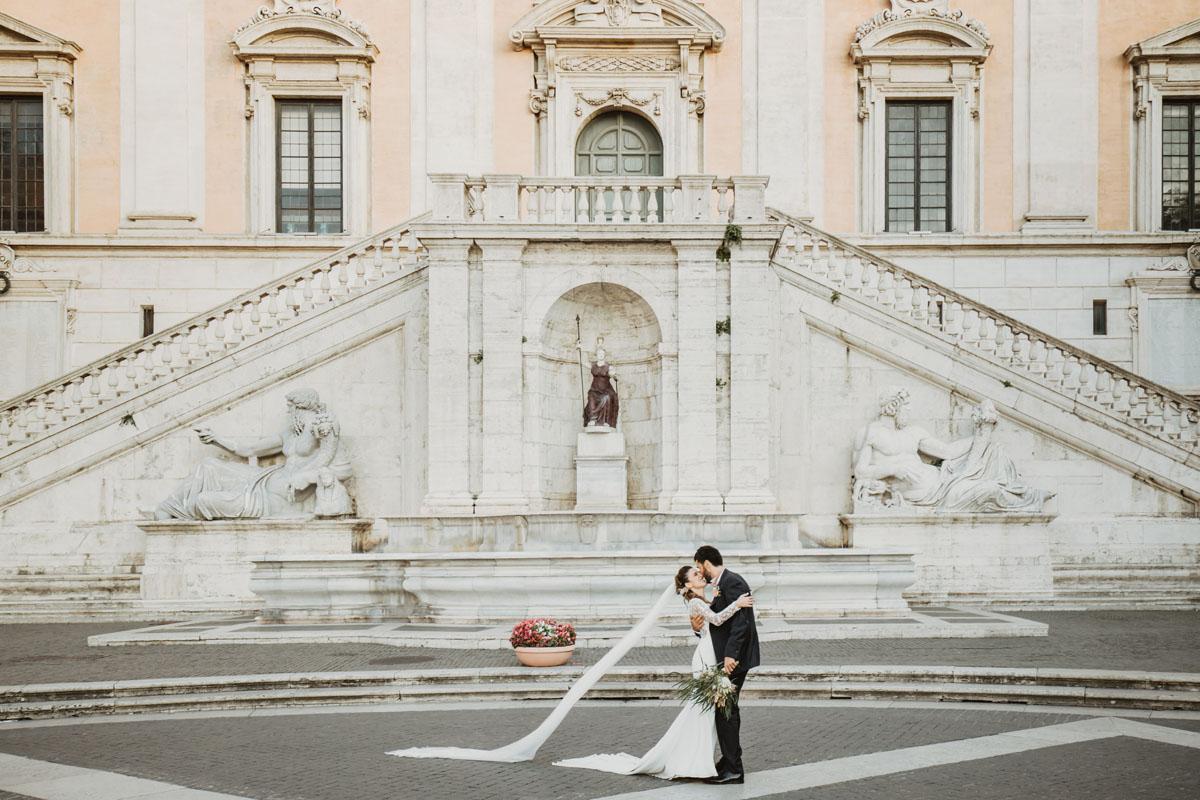 kissing@campidoglio in a pic by Fabio Schiazza